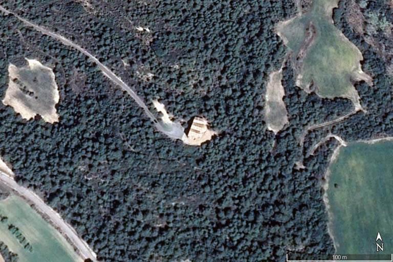 Iglesia de Santiago de Agüero, Huesca (Google earth 2021-04-22)
