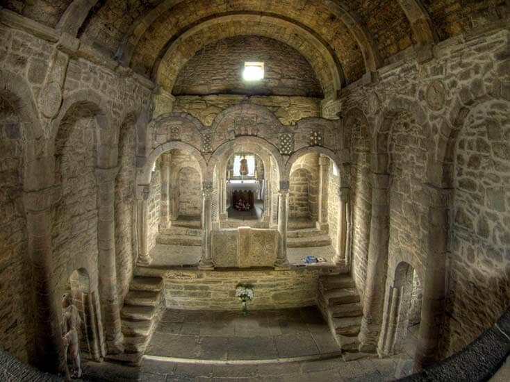 Santa Cristina de Lena, interior