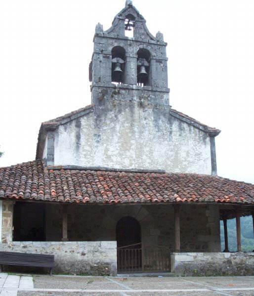 Caleao. Iglesia parroquial de Santa Cruz de la Real