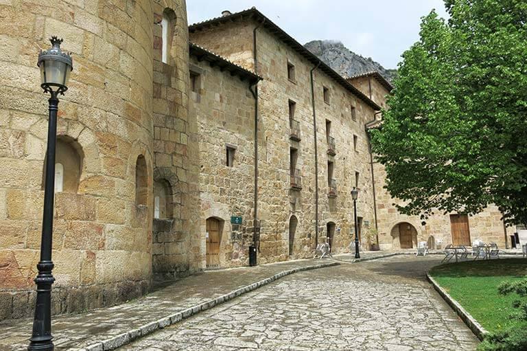 Monasterio de Leyre, Navarra Hospederia