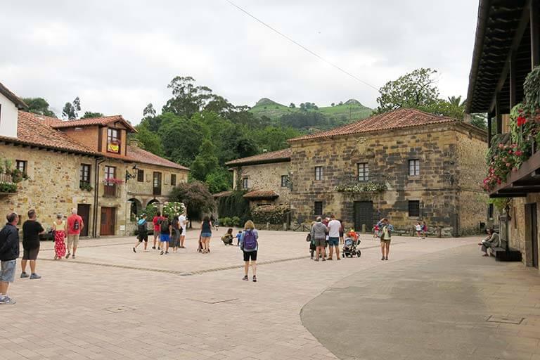 Plaza del Marqués de Valdecilla ,Lierganes, Cantabria