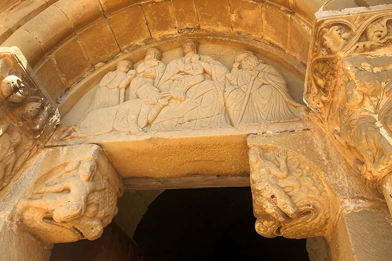 Portada de la Iglesia de Santiago de Agüero, Huesca