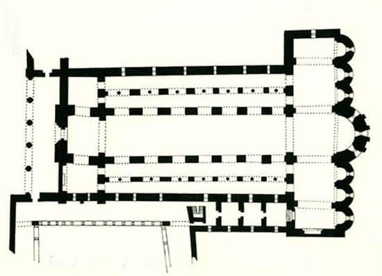 Planta basilical de cinc naus amb transsepte Monestir de Santa Maria de Ripoll (Girona)