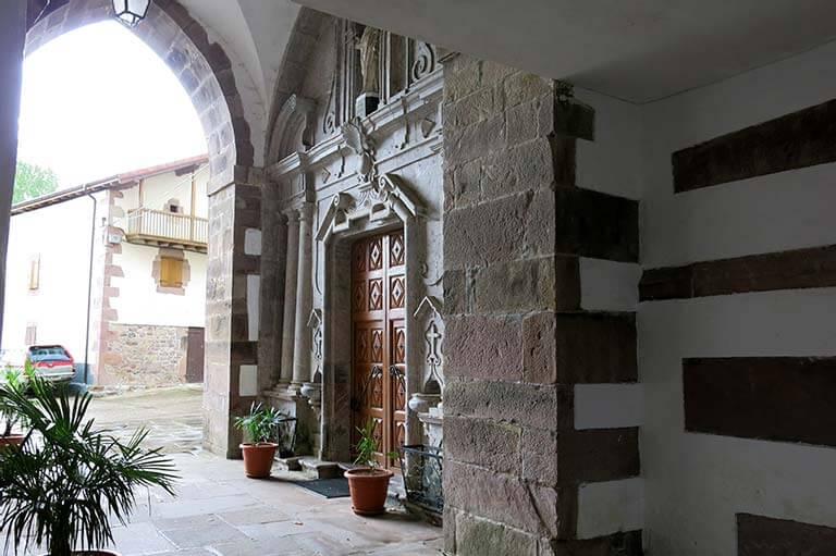 Irurita, Iglesia de San Salvador