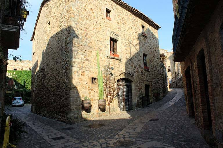 F24 Pals, Girona