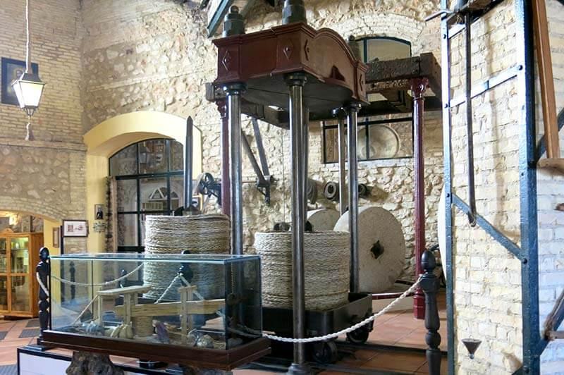 Museo El Molino Viejo, Cabra Prensa-hidraulica