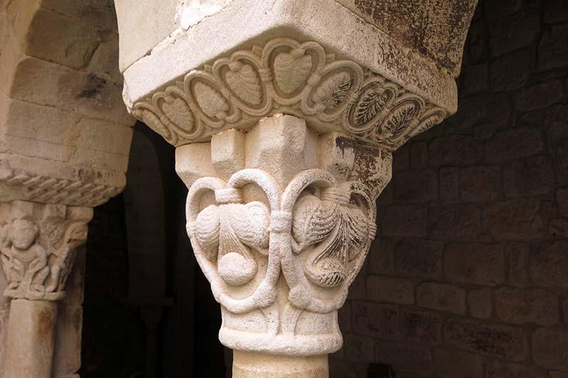 Monestir de Santa Maria de Lluça Capitell