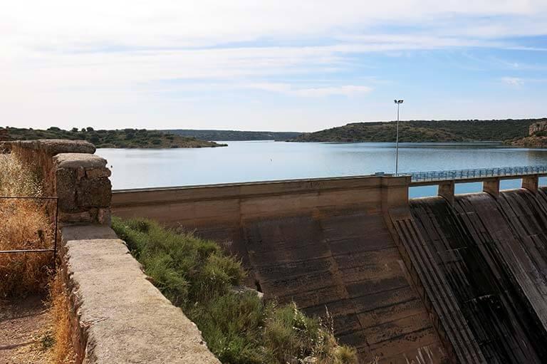 Embalse y presa de Peñarroya