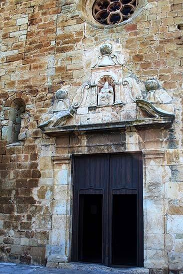 Pals, Girona. Plaça Esglesia