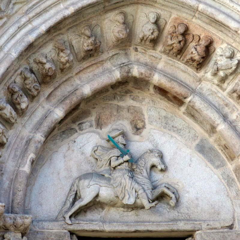 Tímpano de la iglesia románica de Santiago en A Coruña