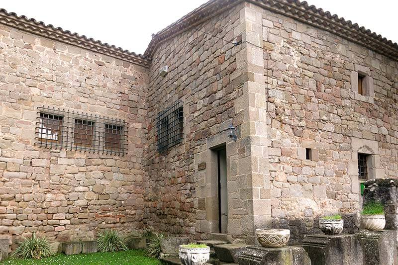 Monestir-de-Santa-Maria-de-Lluça.jpg