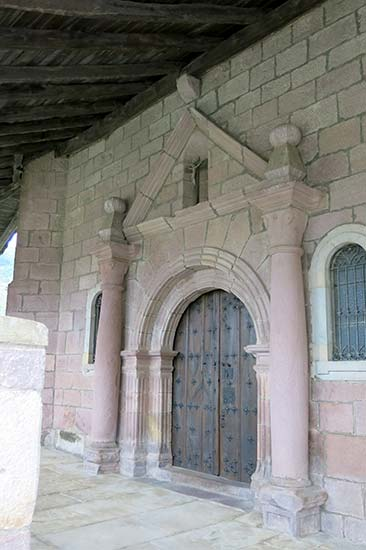 Elbete, Iglesia la Santa Cruz