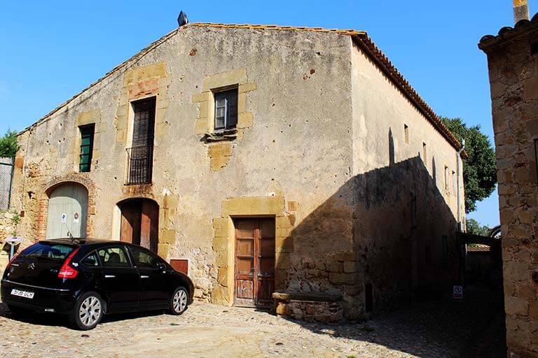 Pals, Girona. Antic hospital